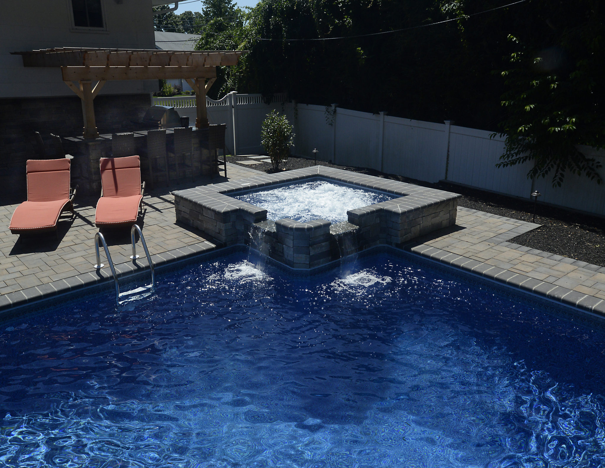 Award winning project vinyl pool and spa combination for Pool and spa images